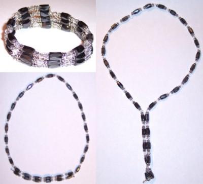 Brățara-colier cu magnet. Poate lua atât formă de brățară, cu dimensiune reglabilă, cât și de colier. Lungime desfășurată: aprox. 55 cm
